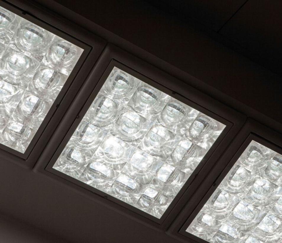 Carcasa e iluminación opacas y transparentes